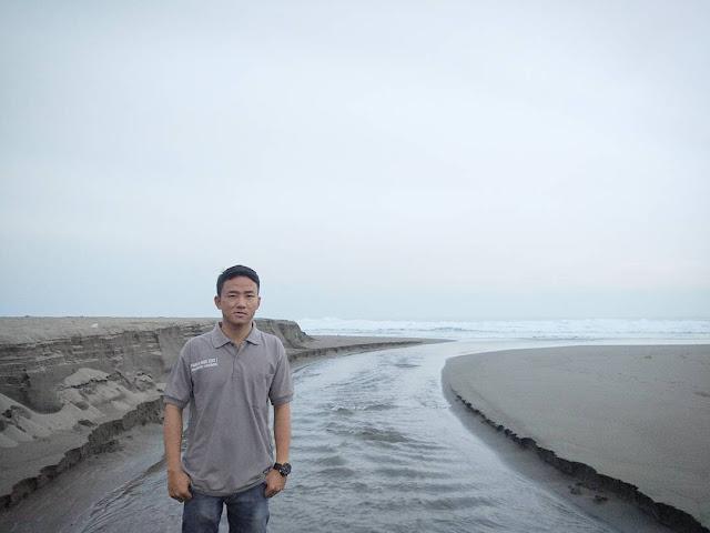 Laguna Pantai Sawangan Puring