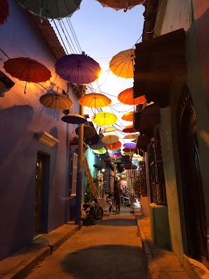 callejon de los paraguas en getsemani