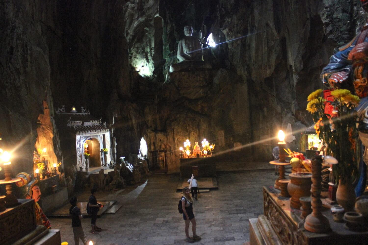 huyen khong cave in da nang with me