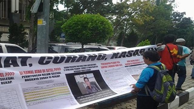 Massa Aksi Peduli Pilwako Jujur Demo Panwas Kota dan Bawaslu Riau