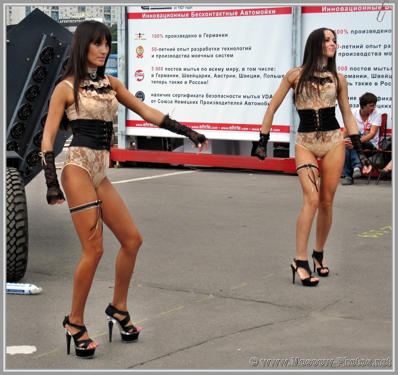 Sexy Dancing Girls On The Street