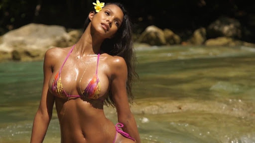 Lais Ribeiro sexy bikini Sports Illustrated Swimsuit 2017 video