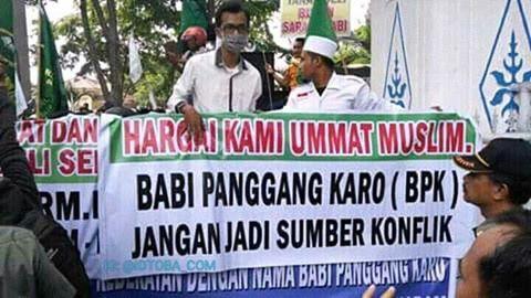 Heboh, Ormas Islam Demo RM. Babi Panggang Karo 2