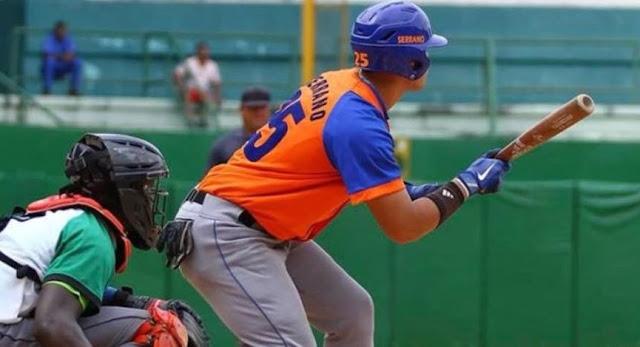 En espera de una confirmación estaba el prospecto espirituano Luis Dariel Serrano, condenado a una separación del béisbol de dos años, primero por epilepsia y luego por intentar salir de Cuba para tratársela.