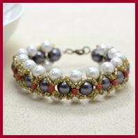 Pulsera de perlas y rocalla