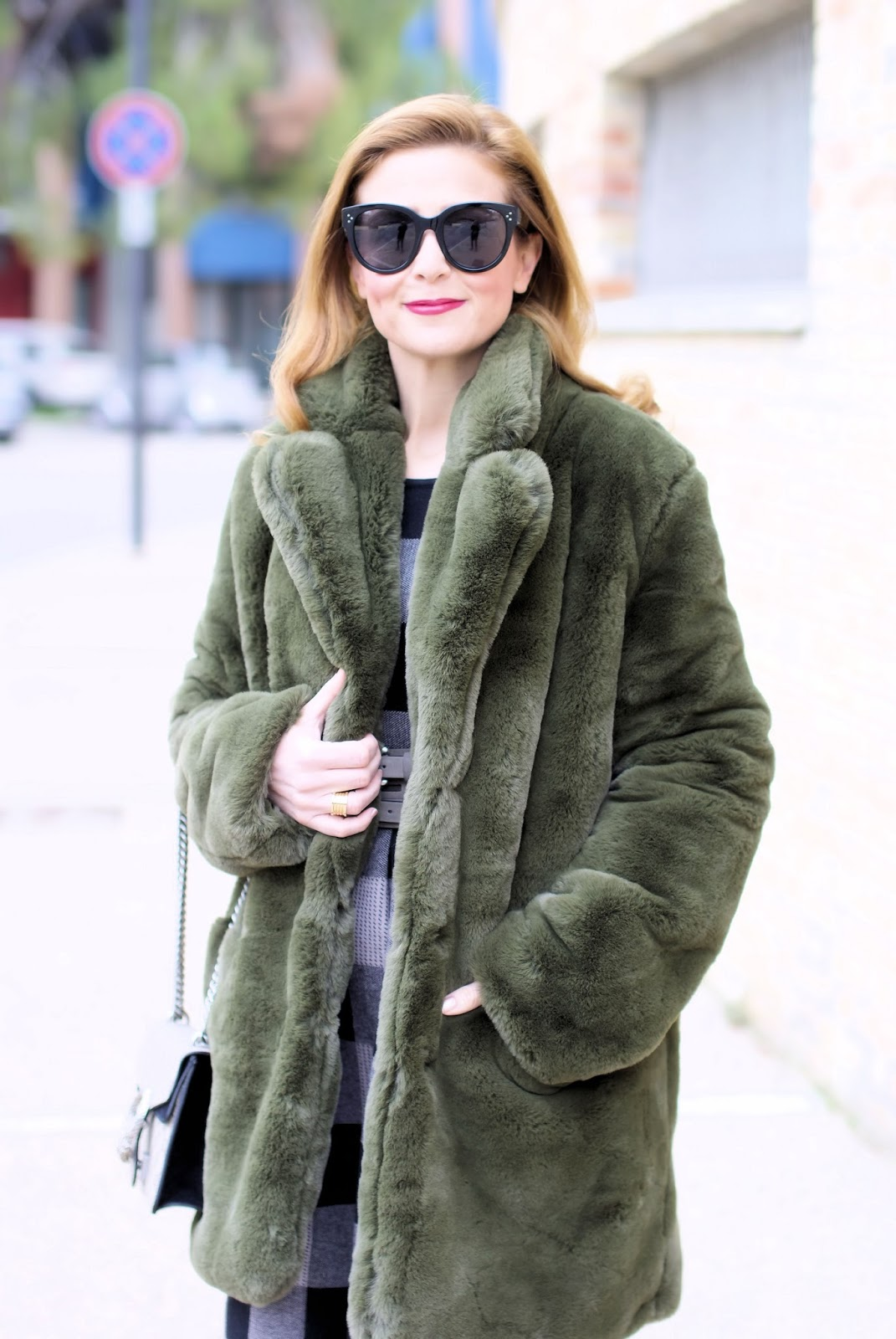 Winter dress outfit idea with Metisu dress, olive green faux fur on Fashion and Cookies fashion blog, fashion blogger style