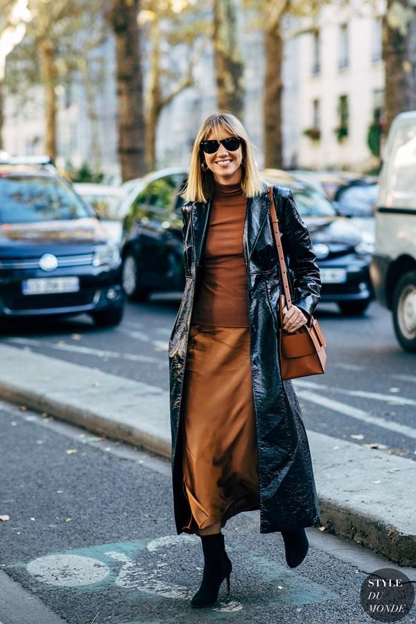 2ab67e20f28f8 Las gabardinas dan estilo a tu look invernal, son perfectas para llevar  varias capas de ropa como una cebolla, y esta temporada se llevan largas.