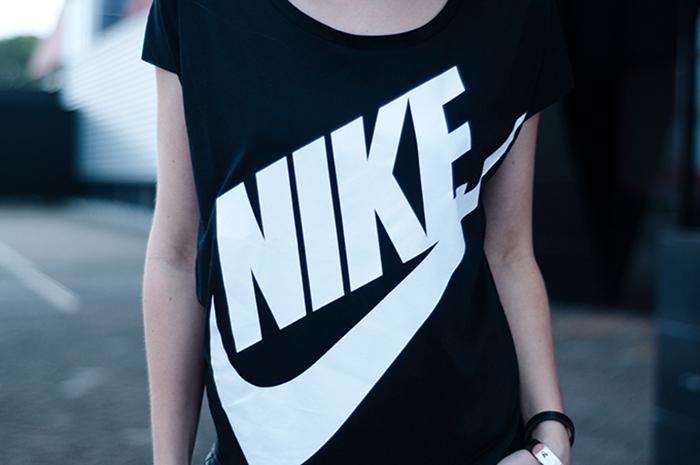 maglietta logo nike
