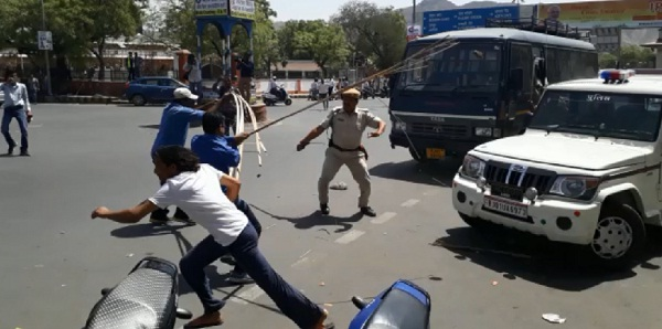 jaipur, rajasthan, ajmer, lathicharge during bharat bandh, bharat bandh, sc st act, supreme court, protest, bhim sena, violence, clashes, violence in bharat bandh, ajmer news, jaipur news, rajasthan news