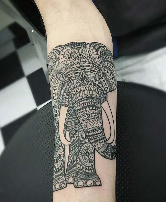tribal fil dövmesi