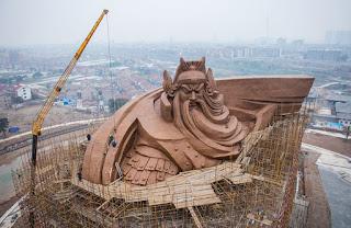 La Statua quando era ancora in fase di costruzione