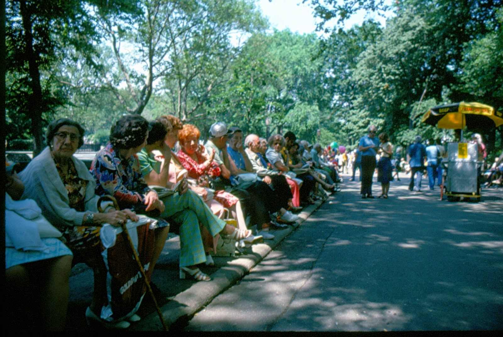 1925 Rolls Royce Phantom >> 14 Colorful Photos Showing Everyday Life in Central Park, New York in the 1970s ~ vintage everyday