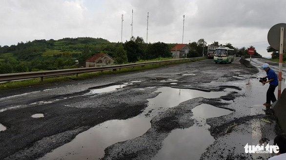 Quốc lộ 1 qua huyện Tuy An, tỉnh Phú Yên hỏng nặng