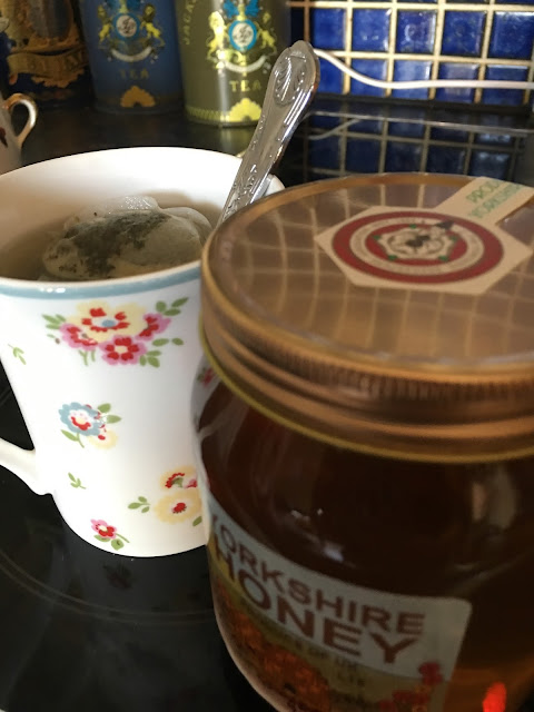 matcha tea with honey