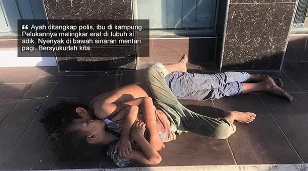 Ayahnya Ditangkap Polis, Ibunya Di Kampung Dan Dua Beradik Ini Tidur Di Kaki Jalan