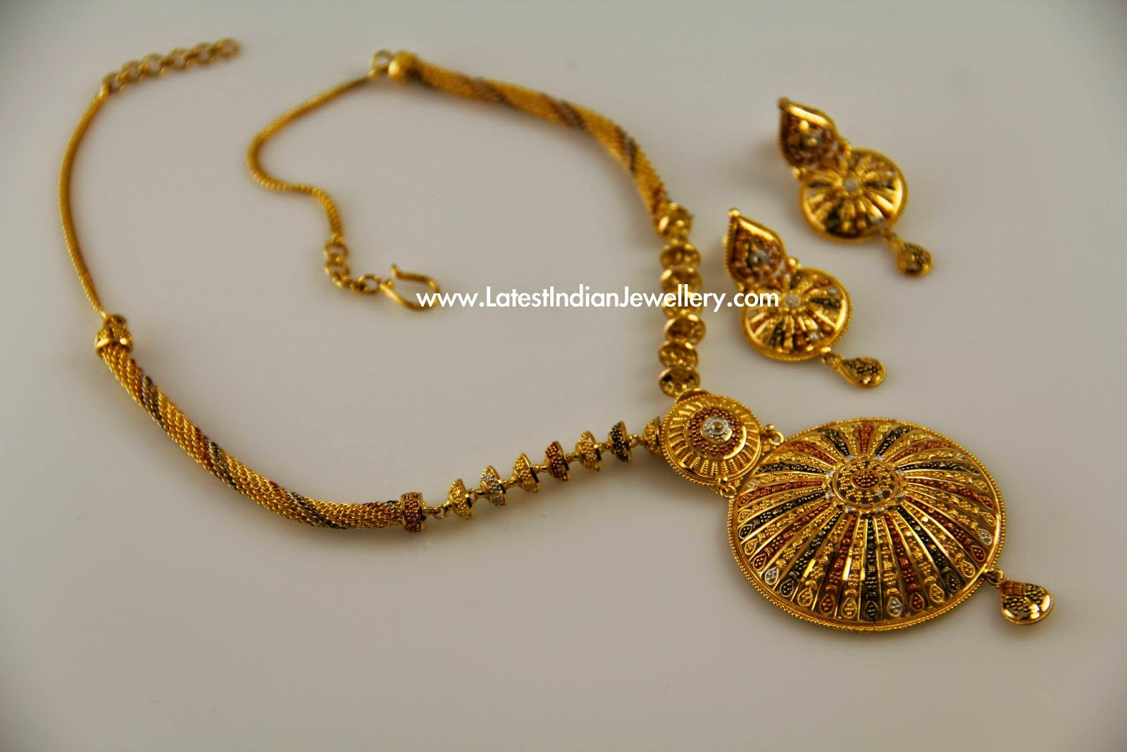 Trendy Design Gold Necklace Set
