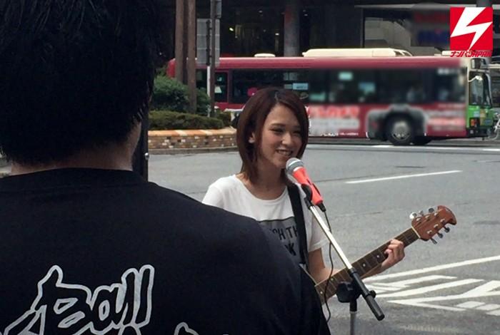 短髮俏麗的街頭歌手被搭訕偷拍了!