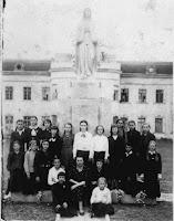 Статуя Матері Божої перед палацом Потоцьких