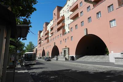 Przystanek autobusowy w pobliżu metra Heiligenstadt w Wiedniu