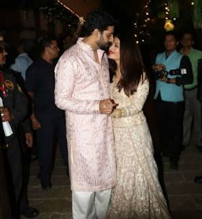 Abhishek Bachchan & Aishwarya Rai Bachchan in a romantic moment