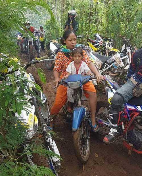 Seorang Ibu Bikin Malu Para Crosser
