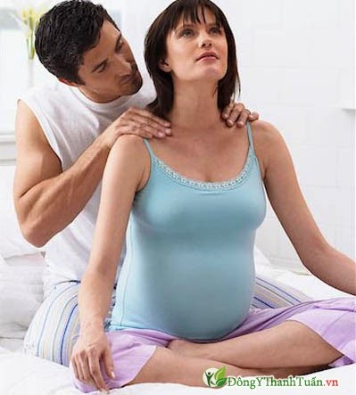 Mát xa là cách giảm đau lưng khi mang thai