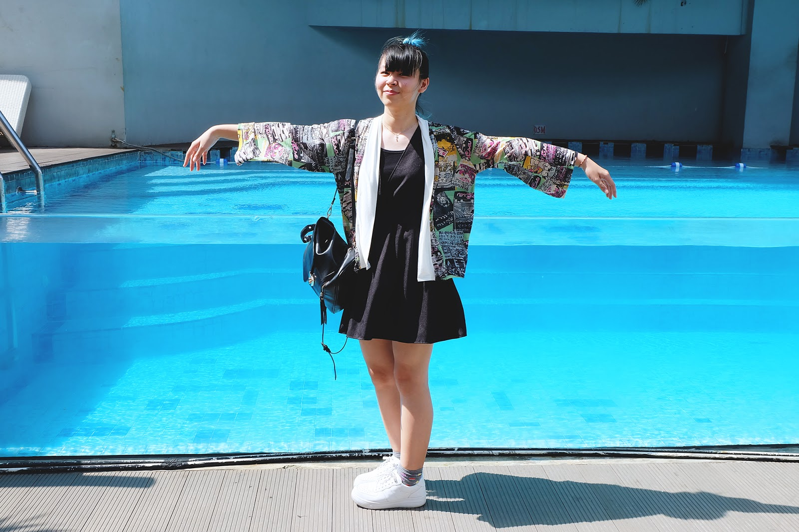 HOW TO WEAR HARAJUKU KIMONO black dress white sneakers | www.bigdreamerblog.com