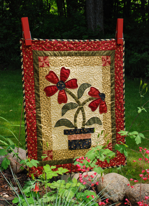 Charmed Mini Quilt Free Pattern designed by Heather Mulder Peterson of Anka's Treasures