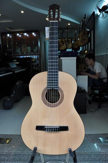 Đàn Guitar Classic Hohner HC06E hiện nay giá bao nhiêu