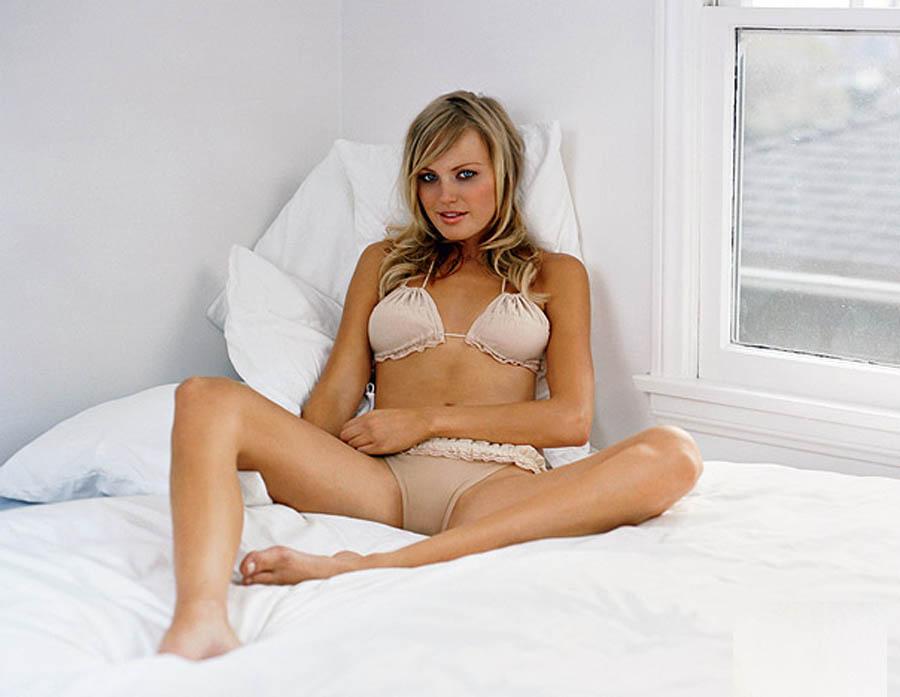 Malin Akerman And Kate Micucci Nude Lesbian Sex Scene