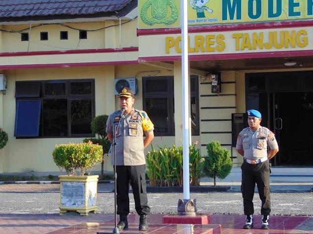 Apel Siaga Ops Lilin Toba 2018 Dalam Rangka Pergeseran Pasukan Pengamanan Natal Di Gereja - Gereja Wilayah Hukum Polres Tanjung Balai