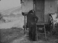 """Кадр из фильма Чарли Чаплина """"Скиталец"""" (1916) - 18"""
