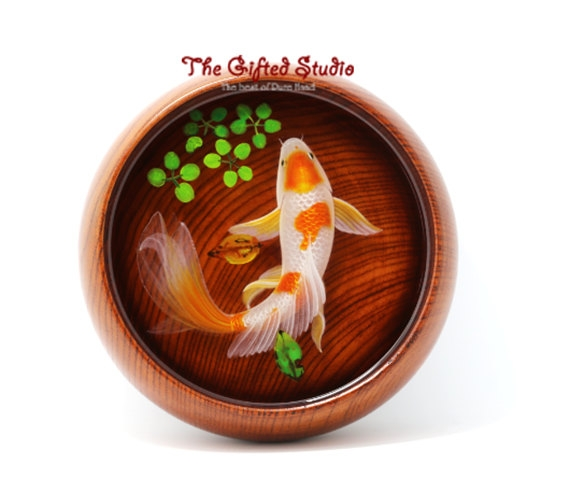 06-Goldfish-Lillian-Lee-Resin-and-Acrylic-Paints-to-make-3D-Paintings-www-designstack-co
