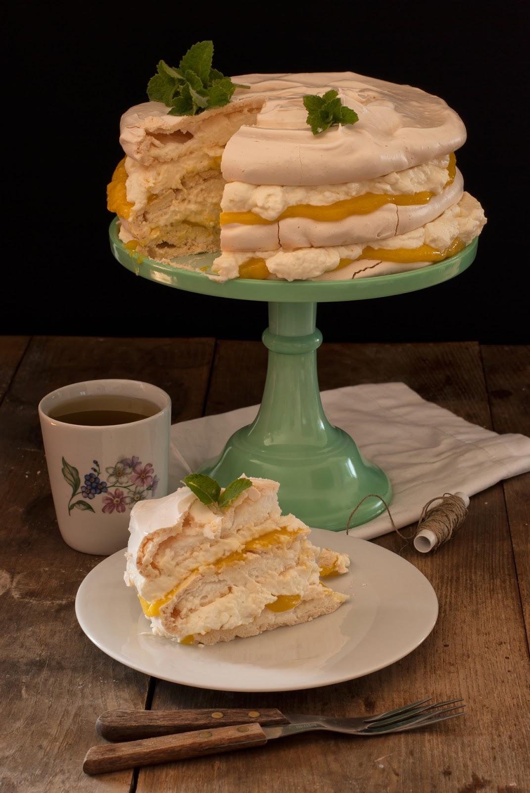 Cytrynowo-miętowy tort bezowy z lemon curd