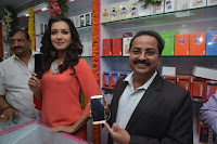 Catherine Tresa in Orange Kurti top and Plazzo at Launches B New MobileStore at Kurnool 10.08.2017 026.JPG