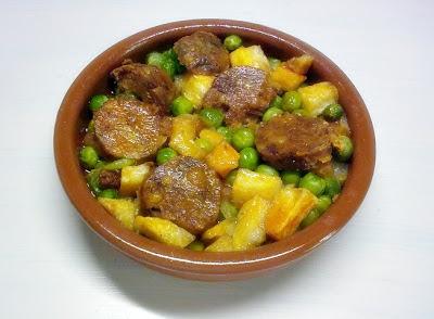 Cazuelita de Guisantes, Patata y Chorizo Vegano.