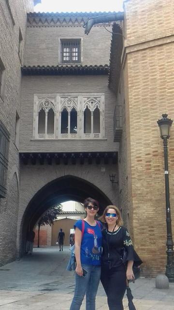Moni y yo en las calles de Zaragoza