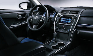 2018 Toyota Camry Hybrid Interior and Exterior Design