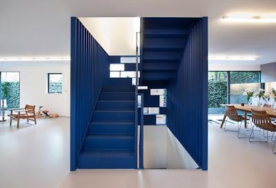 บันไดบ้านสีน้ำเงิน