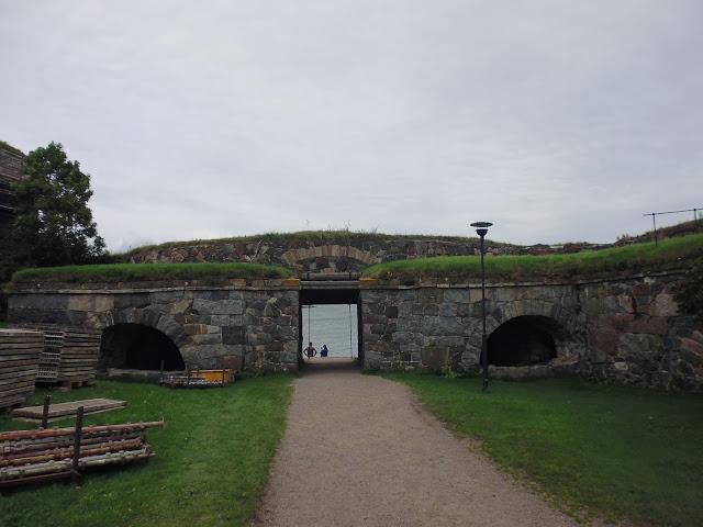Puerta del Rey en la Fortaleza de Suomenlinna (Helsinki) (@mibaulviajero)