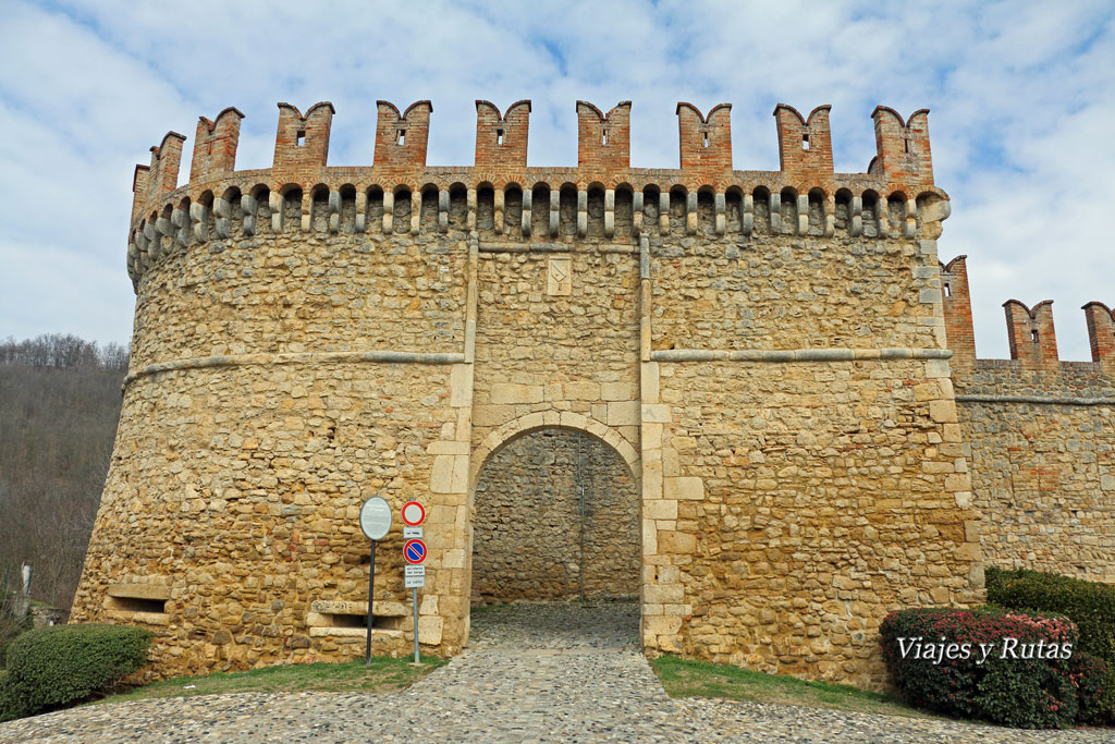 Portón de entrada a Vigoleno, Italia