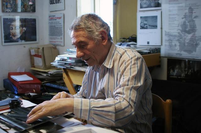 Mario Dondero nella sua casa di Fermo - foto di Luigi Burroni