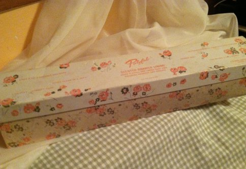 A Fabulous Vintage Box With Full Roll Of The Padded Scented Liner Intact