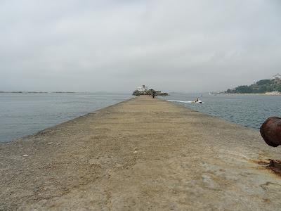 Muelle de Piedra con Isla de La Torre al fondo