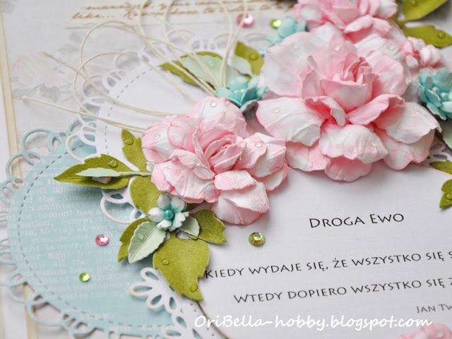 kartka z recznie robionymi kwiatami