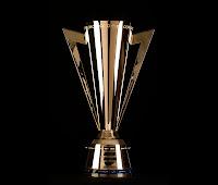 Altın futbol kupası