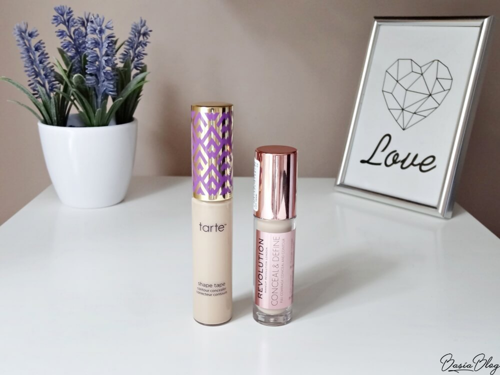 Tarte Shape Tape Light Sand, Tarte Shape Tape Concealer, korektor Tarte, Makeup Revolution Conceal&Define C2, Makeup Revolution Concealer, korektor Makeup Revolution, porównanie, Tarte Light Sand, MUR C2, mocno kryjący korektor, jasny korektor, jasny kryjący korektor