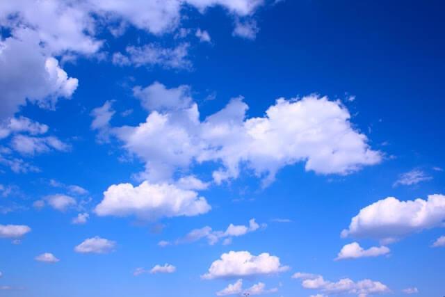 ما سبب زرقة السماء؟
