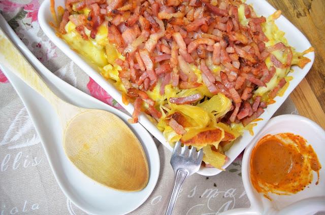 patatas con queso baicon y salsa de mojo, recetas con beicon, recetas con patatas fritas, recetas con queso, recetas con salsa de mojo, recetas de baicon, recetas de patatas fritas, recetas de queso, las delicias de mayte,
