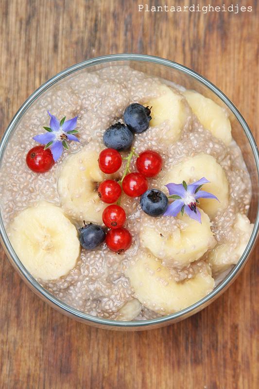 Chia Banaan Ontbijt Met Een Kokos Ananas Drink
